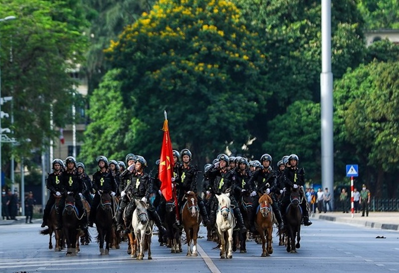 Vietnam's first ever mounted police unit marches in Ba Dinh Square