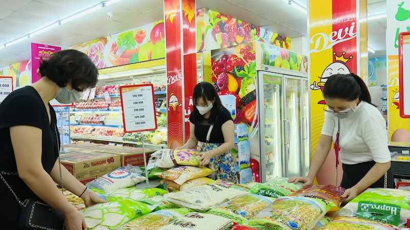 Vietnamese shoppers prefer food and essentials in next 6 months