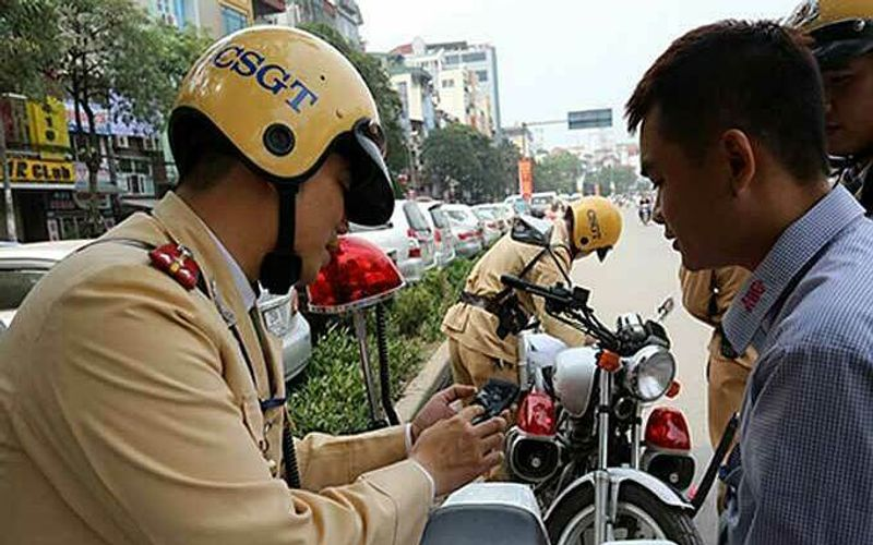 Vietnam starts collecting traffic fines online