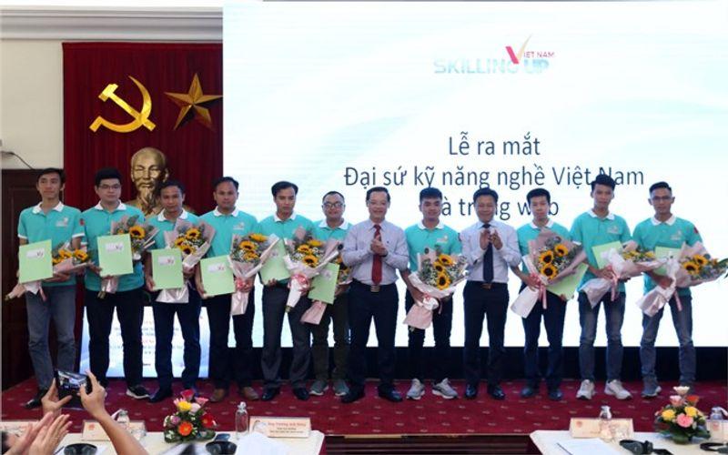 Vietnam names first ten ambassadors of occupational skills
