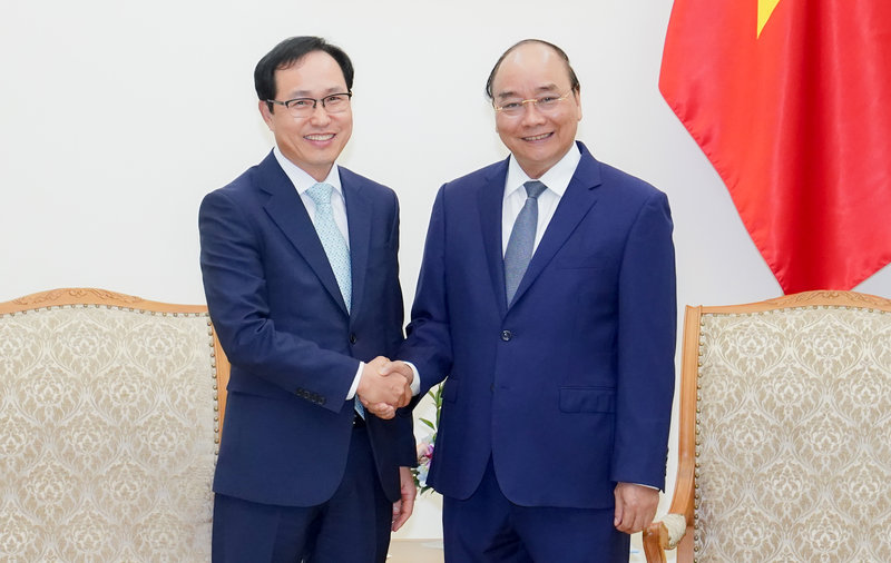 PM expects Vietnam to remain Samsung's global strategic production hub
