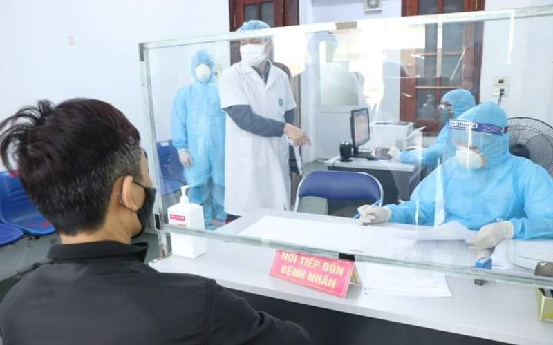 Hanoi requests hospitals to enforce social distancing and curb patient visit