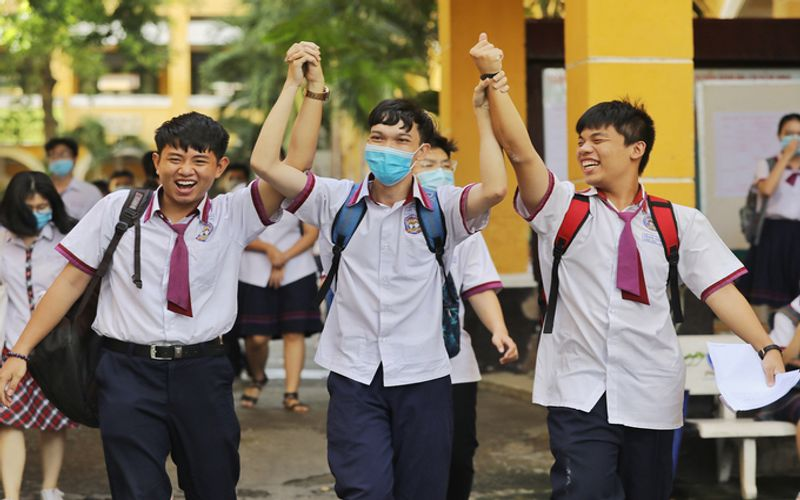 Over 98% of Vietnam high school students pass national exam