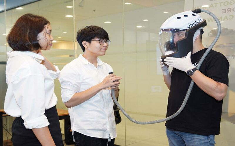 Vietnamese students' coronavirus-proof helmet wins top-10 award
