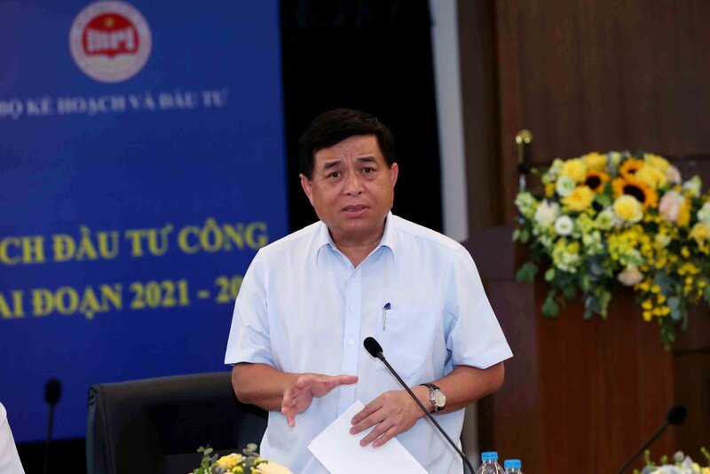 Underdeveloped technological base holds back Vietnam's development: Minister