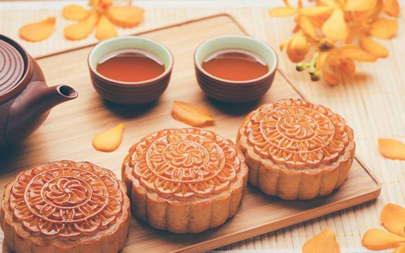 Mooncake dealers in Vietnam offer discounts on Covid-caused bleak sales