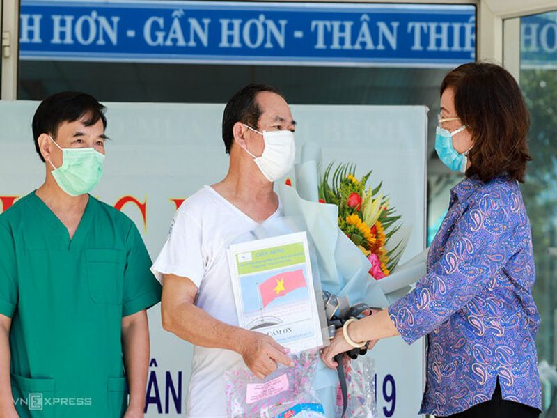 Last patient discharged from hospital, Danang free of Covid-19