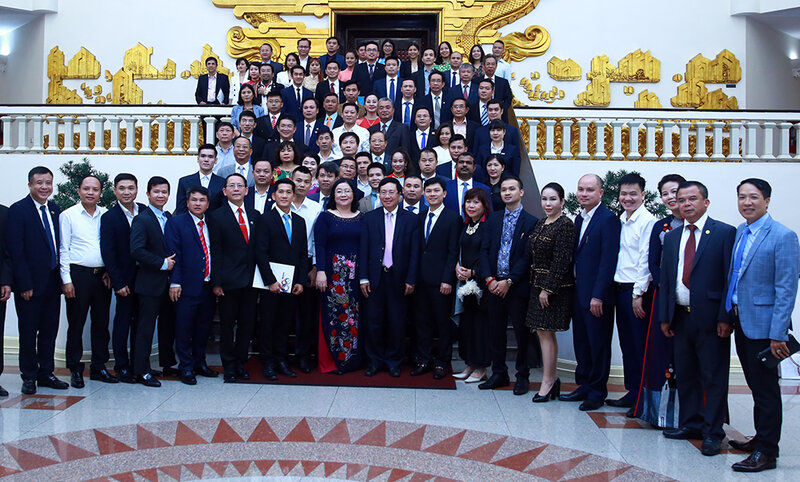 Vietnam gov't pledges to partner with business community to overcome Covid-19