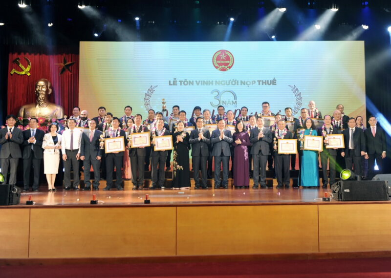 Vietnam honors 30 largest taxpayers