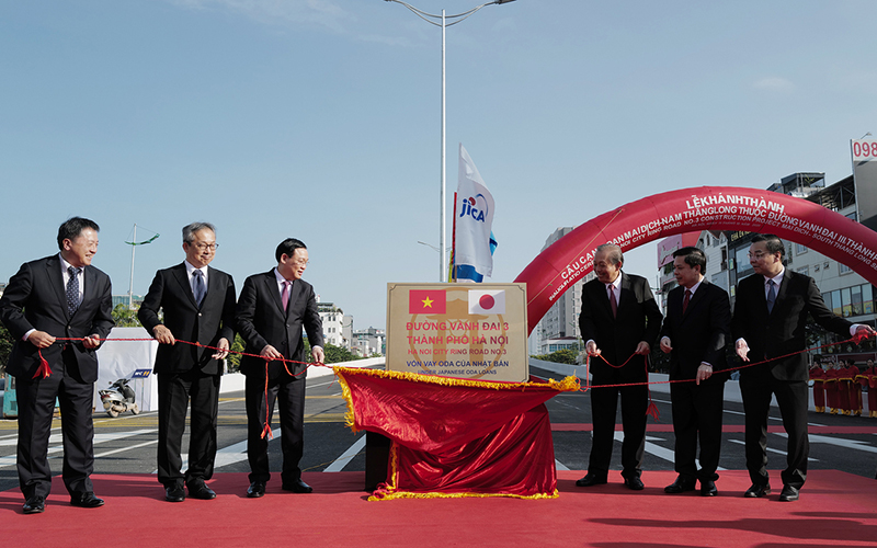 Elevated section of Hanoi Ring Road No.3 opens to traffic