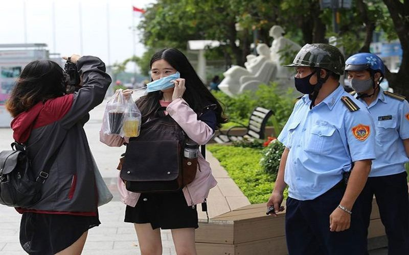 Vietnam imposes hefty fines on violators of face mask rules