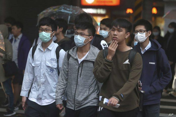 Hanoi residents must wear face masks in public places, crowded events: Official