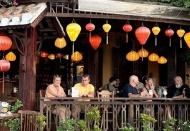 Foreign visitors to Vietnam marks record growth in November