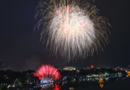 Satisfying Tet fireworks show in Hanoi