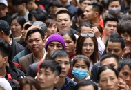 Pilgrims asked to wear masks when visiting pagodas and temples