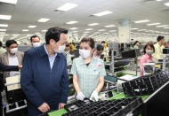 Vietnam labor minister expects strong measures against Covid-19 at industrial parks