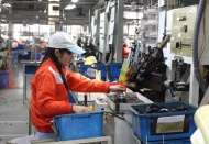 Vietnam suffers first decline in 4 years in manufacturing activiy on Covid-19