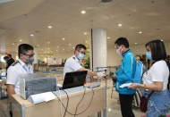 Vietnam takes samples for coronavirus test at airports