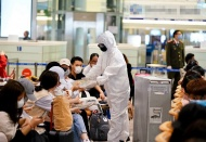 Hanoi's airport stops receiving Vietnamese passengers on quarantine overload