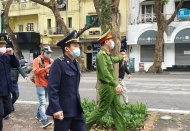 Hanoi has legal basis to fine people going out unnecessarily: Mayor