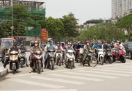 Hanoi streets still crowded in extended social distancing period