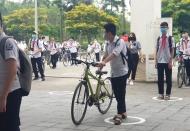 Hanoi students return to school amid tight medical control