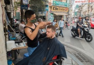 Hanoi considers allowing beauty care and barber shops to reopen