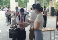 No need for students to wear anti-drop masks: Hanoi mayor