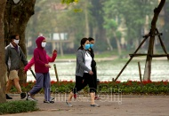Hanoi starts fining people for not wearing face masks in public