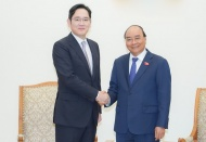 PM urges Samsung to invest in semi-conductor manufacturing plant in Vietnam