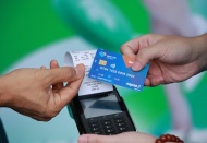 Vietnam banks speed up replacement of magnetic cards