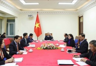 Vietnam PM holds talk with US President Trump over currency issue