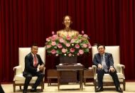 Hanoi Party chief urges major tech firms to set up R&D centers