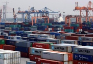 Vietnam faces risks of shipping container shortage