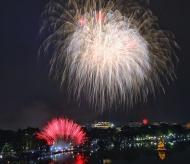 Satisfying Tet fireworks show in Hanoi