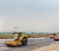 Runway upgrade at Vietnam's 2 busiest airports must be finished before year-end