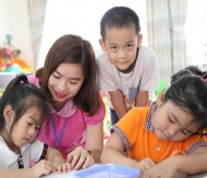 Hanoi to support more than 11,000 teachers affected by Covid-19
