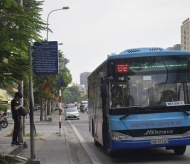 Hanoi encourages people to use buses for environmental protection