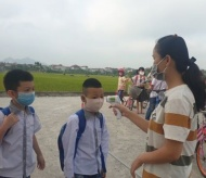 Hanoi asks students to wear masks from home to school