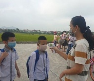 Hanoi's education department asks students to wear masks from home to school