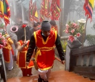 Incense offering to commemorate Tan Vien Son Genie