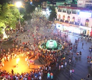 Hanoi supports Binh Dinh in developing night-time business and services