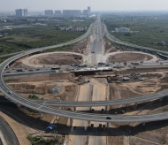 The interchange spanning Hanoi–Hai Phong expressway on track to completion