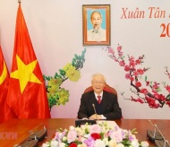 Vietnam top leader invites Lao newly-elected counterpart to visit