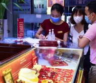 Gold investors in Vietnam urged to stay cautious amid strong market volatility