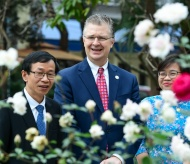 U.S Ambassador sings Rap to cheer up Vietnamese people on the occasion of Tet festival