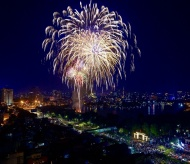 Hanoians stay at home and enjoy firework display on Vietnam Television