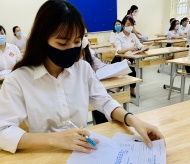 Thousands of students sit high school entrance exams in Hanoi amid pandemic