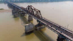 Long Bien Bridge - the horizontal Eiffel Tower in Vietnam