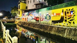 New appearance on Truc Bach Lake walkway - a message on environmental protection